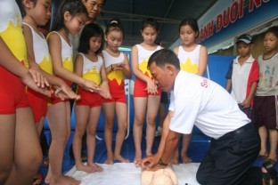 Students watching a demonstration of CPR at the SwimSafe Launch