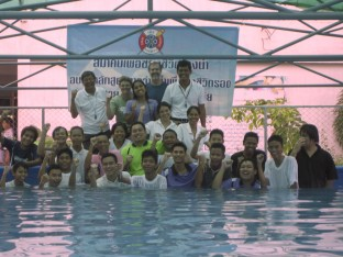 Trainee instructors, Thai Life Saving and the SwimSafe Team celebrate the completion of swim instructor training in Samut Prakan     Trainee instructors, Thai Life Saving and the SwimSafe Team celebrate the completion of swim instructor training in Samut Prakan