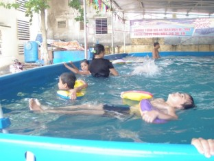 SwimSafe lesson at Be Van Dan School